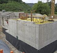 Sechs Meter tiefer Hackgut-Bunker