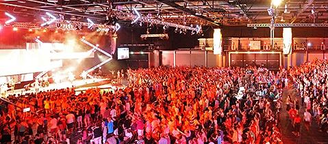 4300 Menschen bei christlichem Teenager-Kongress