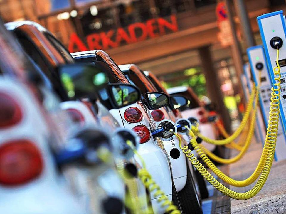 So viele E-Autos auf einen Haufen wie ...l, dass bis zum Jahr 2020  <ppp></ppp>  | Foto: Paul Zinken