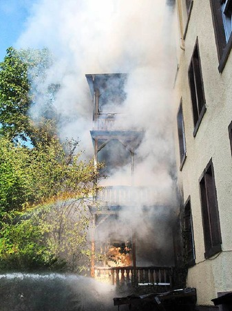 Ein Gebäudebrand in Lahr hat am Donnerstagabend zu einem Großeinsatz der Feuerwehr geführt.