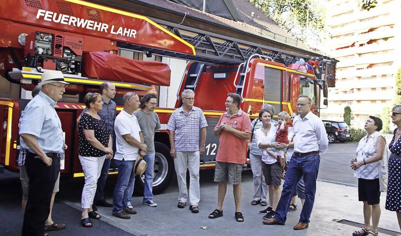 Kommandant Thomas Happersberger inform...ktuelle Lage bei der Lahrer Feuerwehr.  | Foto: heidi fössel