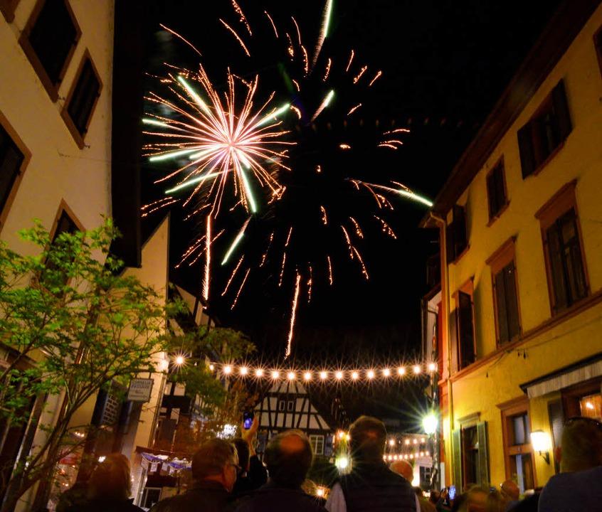 Traditionell der Abschluss des Weinfestes: das Feuerwerk am Montagabend.  | Foto: Dieter Erggelet