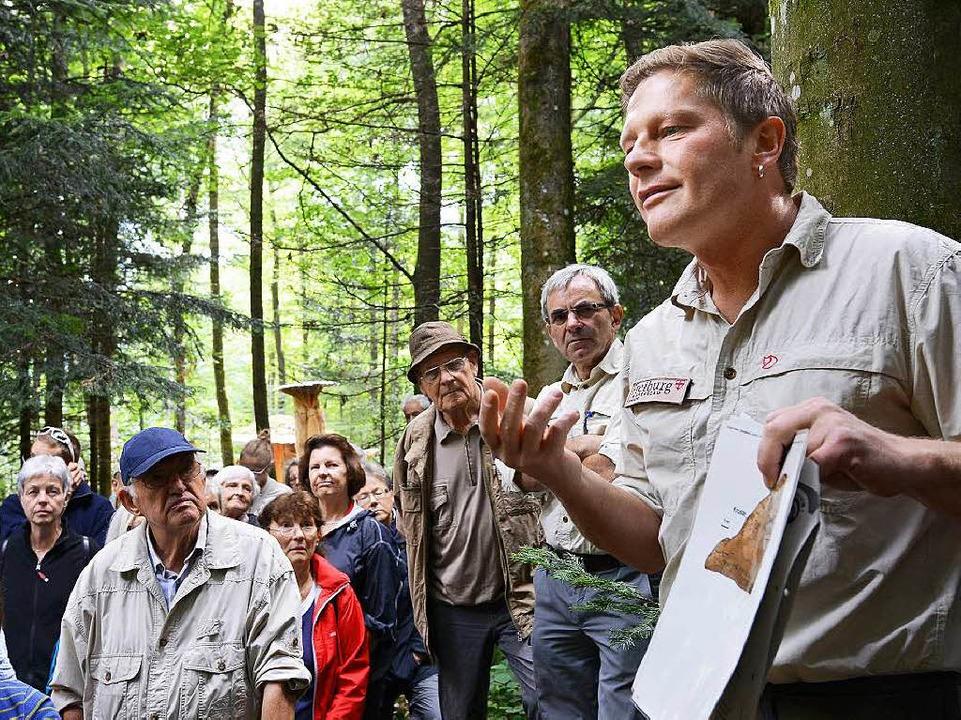 Andreas Schäfer und Hans Burgbacher (v...undiert die Geheimnisse der Pilze aus.  | Foto: Rita Eggstein