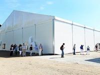 Fotos: Besichtigung der neuen Fl�chtlingsunterkunft