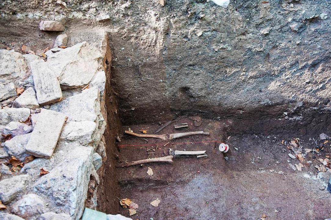 Unter den Fundamenten der Sakristei wurden Gräber entdeckt.    Foto: Helmut Rothermel