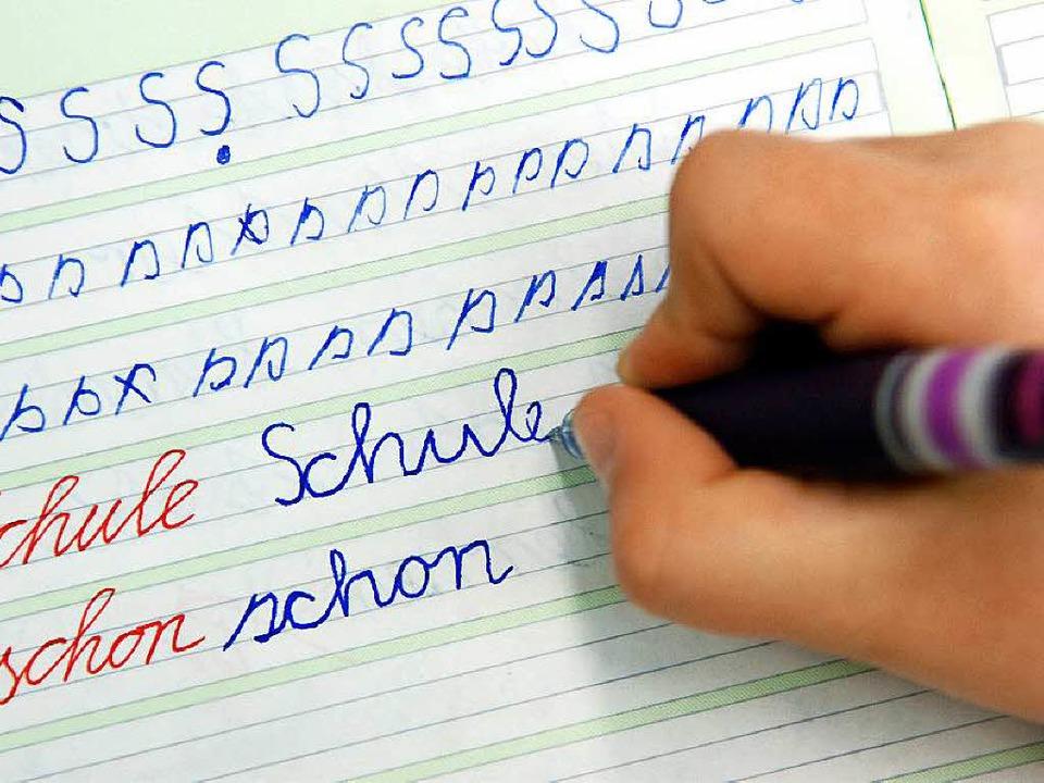 Für viele Kinder gar nicht so einfach: Schreiben lernen  | Foto: dpa