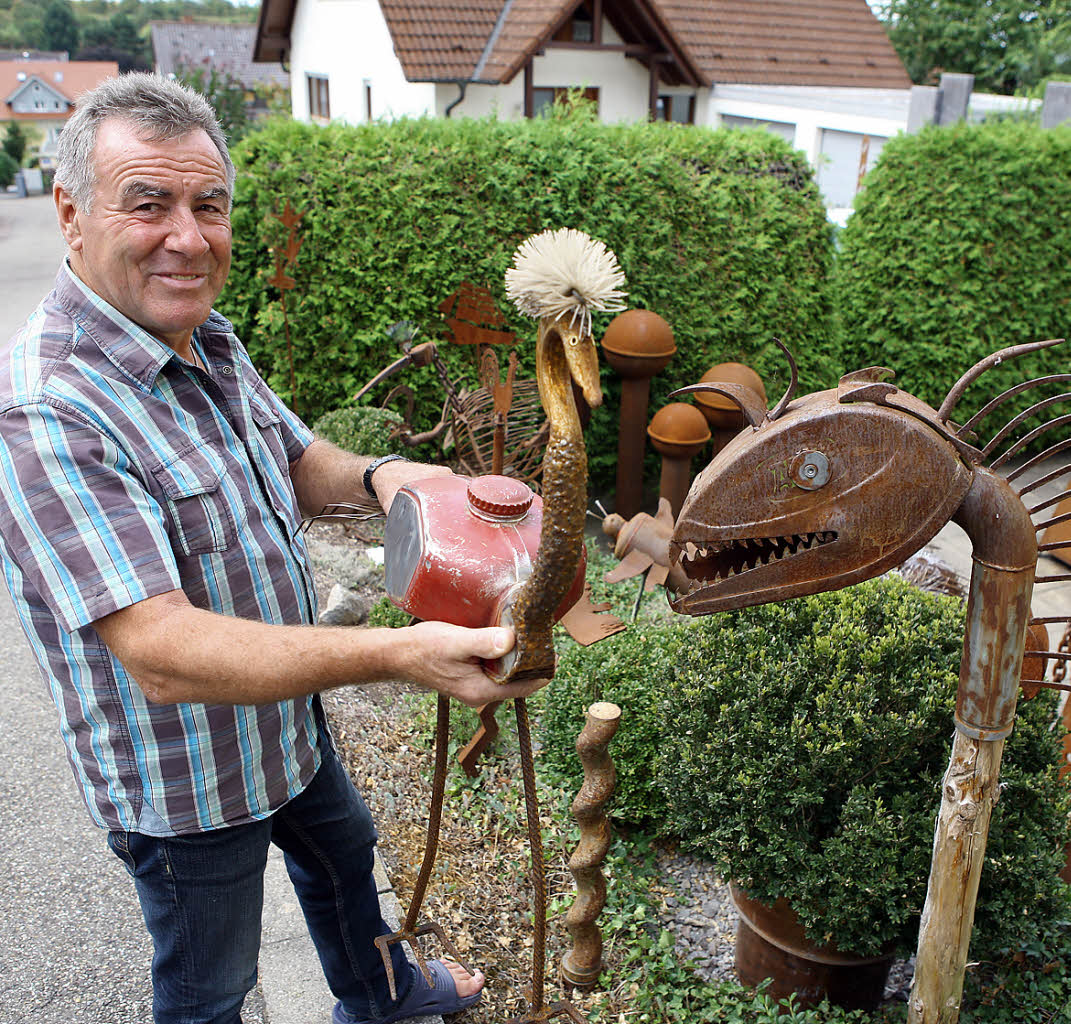 Paul sp th bastelt skulpturen aus metallschrott for Metallskulpturen garten