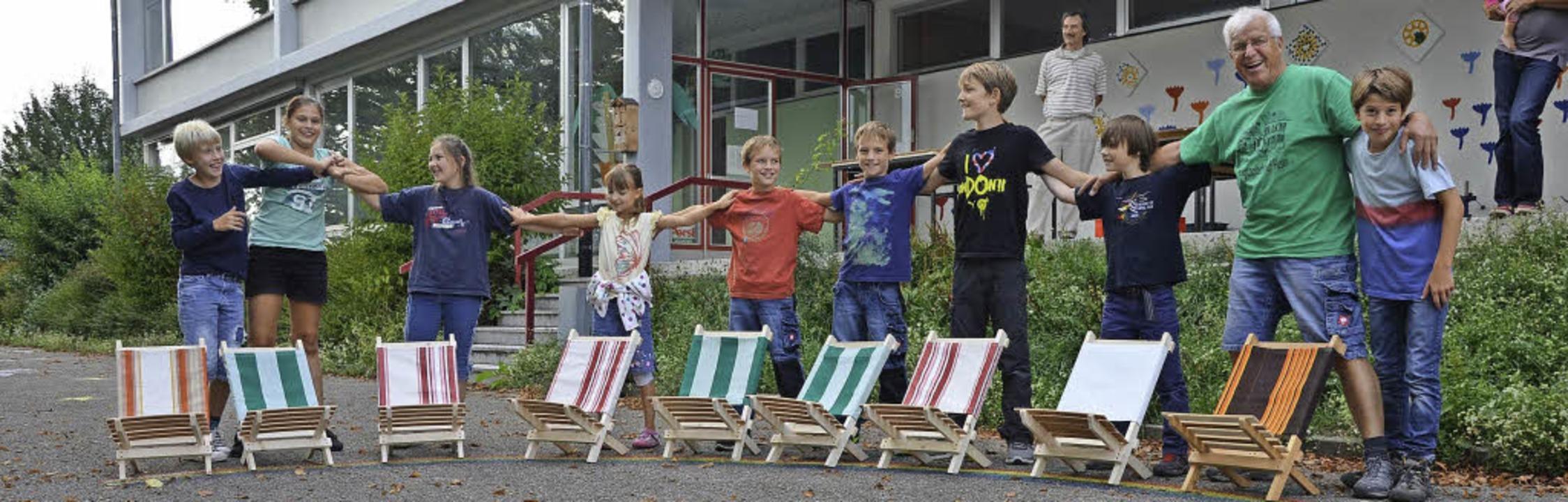 Beim Bauen von Sonnenstühlen mit &#822...8220; hatten die Kinder viele Freude.   | Foto: zvg