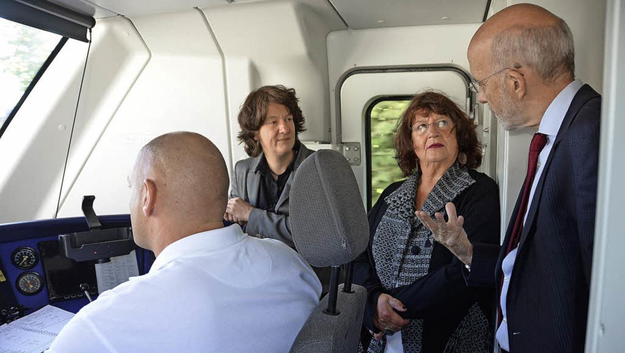 Im Führerhaus der Münstertalbahn erläu...l Mielich die Eigenheiten der Strecke.  | Foto: Nikola Vogt