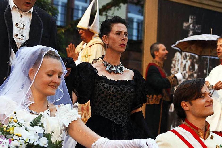 Die Hochzeit von Sissi und dem jungen Kaiser Franz Josef – kritisch beäugt von dessen gestrenger Mutter Sophia (Foto: Heidi Foessel)