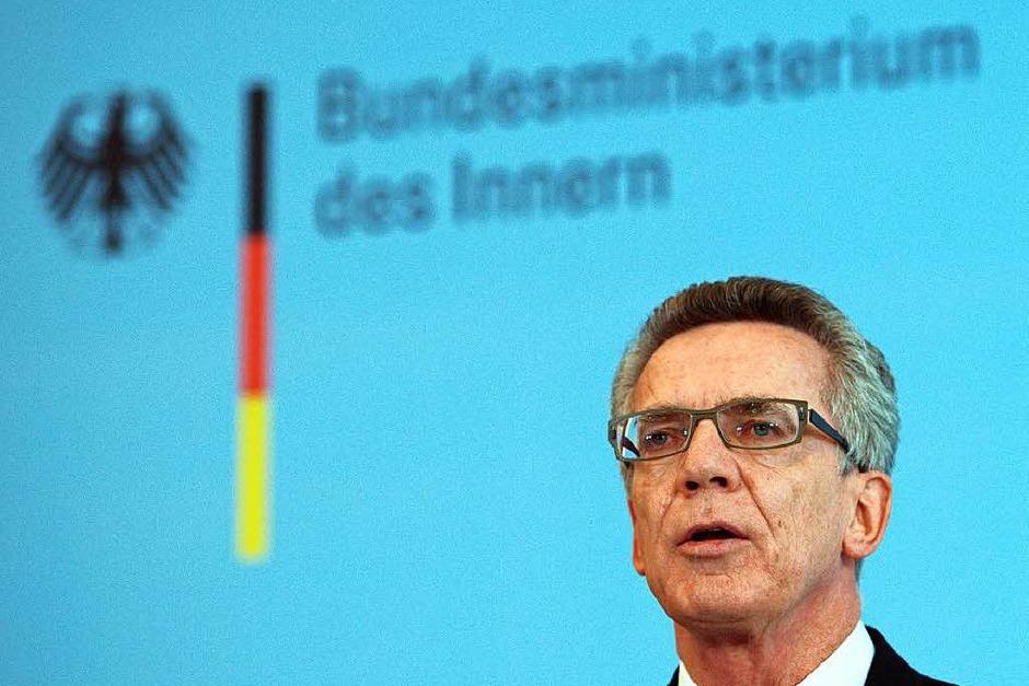 Am Sonntag verkündete Bundesinnenminister Thomas de Maiziere (CDU) gegenüber Journalisten, dass Grenzkontrollen wieder eingeführt werden. (Foto: dpa)