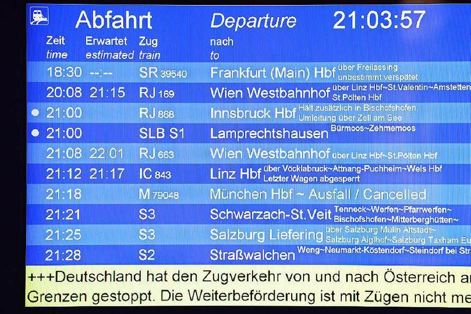 Der Zugverkehr von Österreich nach Deutschland wurde bis Montag sieben Uhr gestoppt. Die Strecke Salzburg-München war wegen Personen auf den Gleisen  gesperrt. (Foto: dpa)