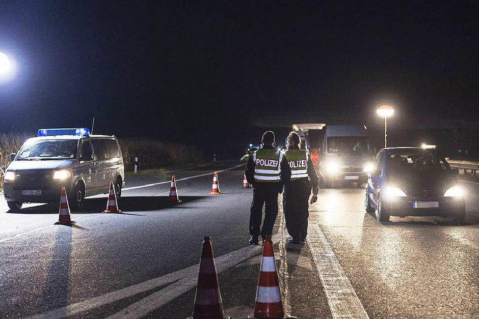 Noch ist unklar, wie lange die Grenzen kontrolliert werden. (Foto: AFP)
