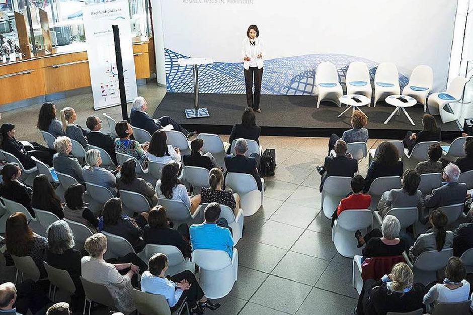 """Beim Business Talk diskutierten am Montag in Freiburg Wirtschaftsexperten darüber, inwieweit das Thema """"Frauen in Führungspositionen"""" in südbadischen Unternehmen angekommen ist und was man unternehmensstrategisch tun kann, um mehr Frauen in Spitzenpositionen zu führen. (Foto: Miroslav Dakov)"""