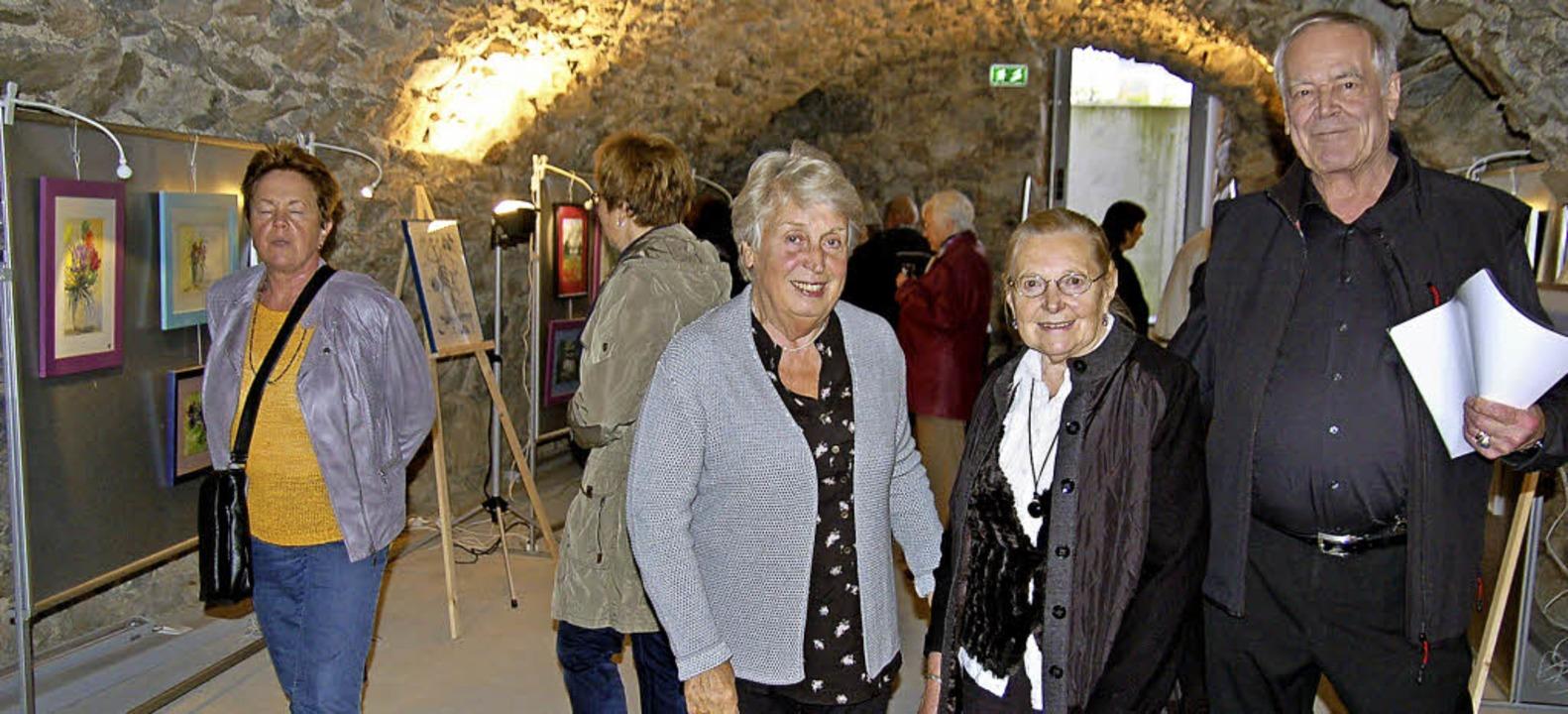 Monika Schneider mit Anni Wasmer und H...der Vernissage in Todtnau (von links)   | Foto: ulrike jäger