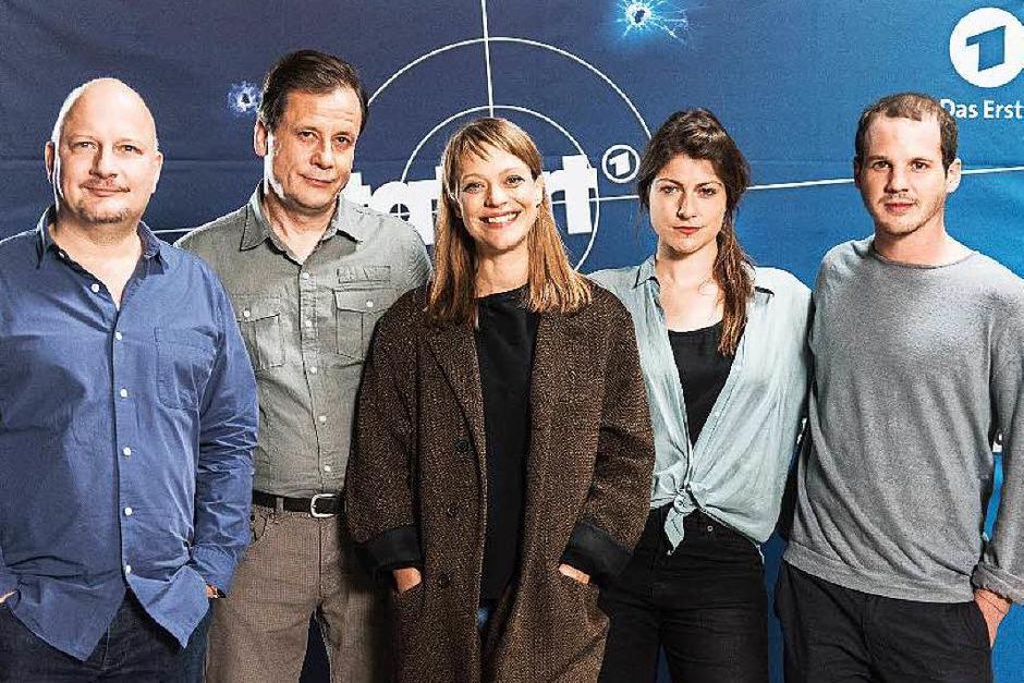 """Das Freiburger-""""Tatort""""-Team: Schauspieler Holger Kunkel, Christian Kuchenbuch, Heike Makatsch, Regisseurin Katrin Gebbe und Schauspieler Max Tommes (Foto: Patrick Seeger)"""