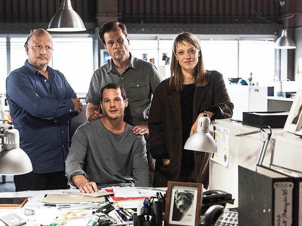 Die Schauspieler Holger Kunkel, Max Tommes, Christian Kuchenbuch und Heike Makatsch am Set