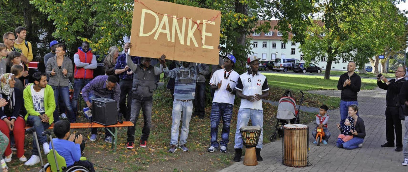 Die Flüchtlinge bedankten sich beim Helferkreis und bei der Stadt.  | Foto: Kai Kricheldorff