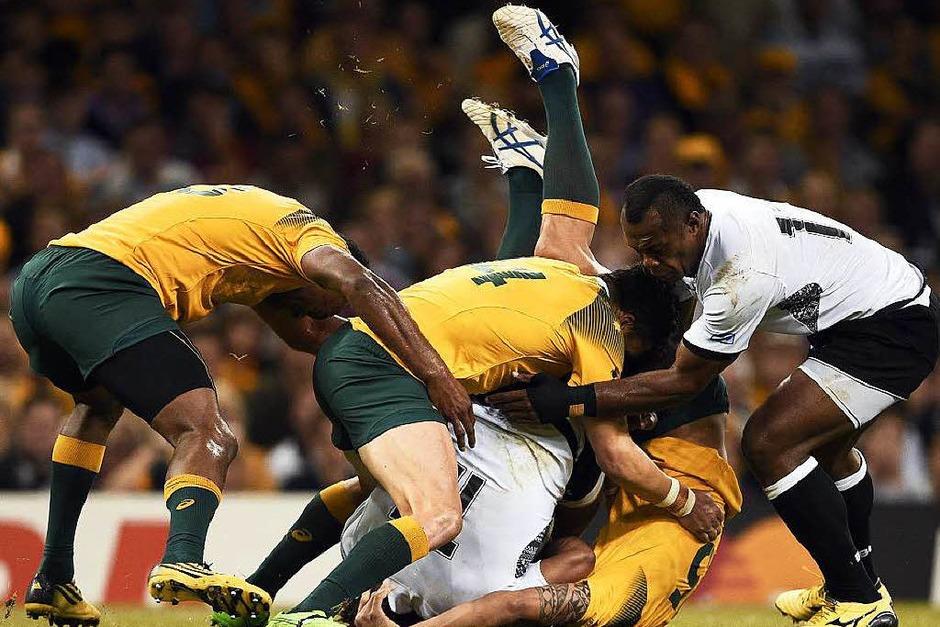 Umkämpftes Spiel: Australien gegen die Fiji-Inseln (Foto: AFP)