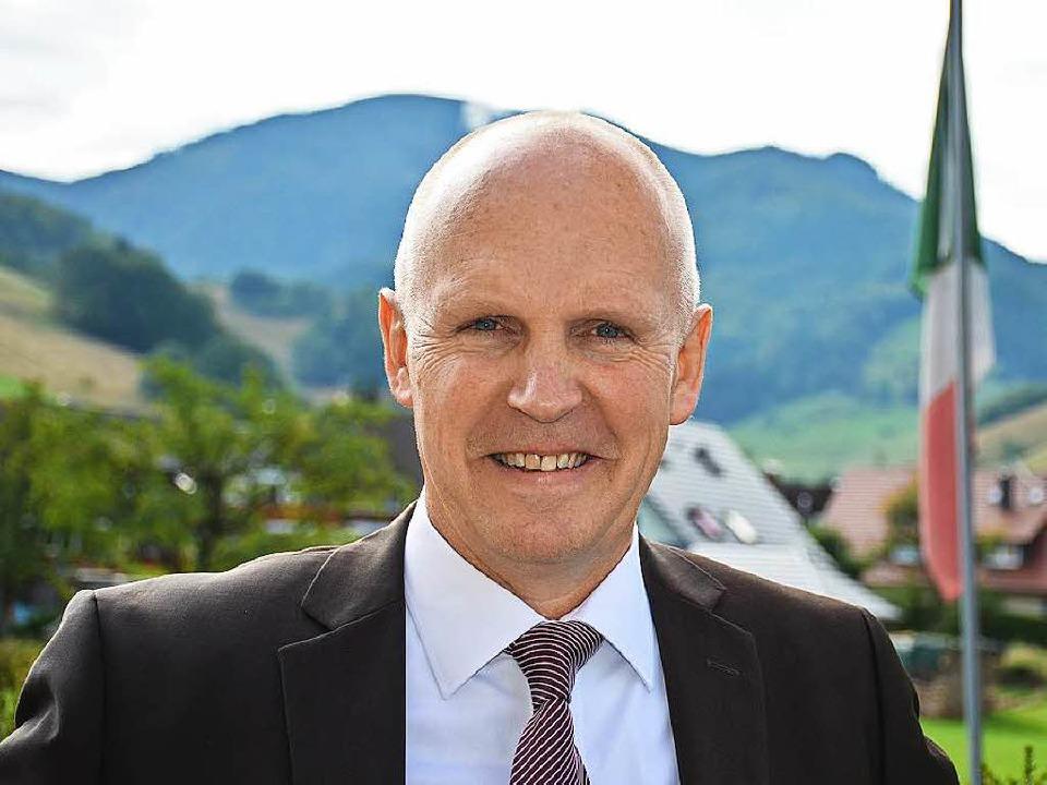 Sieger am Fuße des Belchen: Rüdiger Ahlers bleibt Bürgermeister in Münstertal    Foto: Hennicke Gabriele