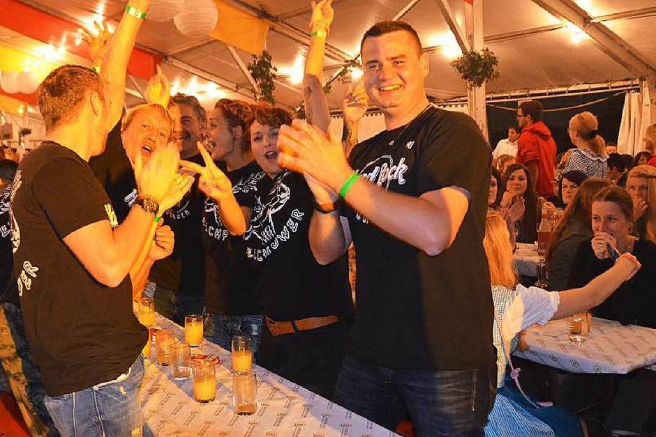 Die Stimmung stimmte von Anfang an beim Winzerfestshowabend am Samstag mit dem Musikverein Efringen-Kirchen. (Foto: Victoria Langelott)