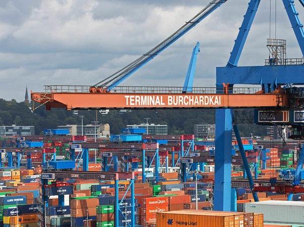 """Die Hoffnungen in das neue Containerterminal am Neckarhafen in Heilbronn waren groß - die Ernüchterung drei Jahre später größer, hieß es. Für 14 Millionen Euro seien eine Kaianlage gebaut, Gleise verlegt und Flächen für Lastwagen betoniert worden, und jetzt  werde bereits über Konzepte zur """"Wiederbelebung der Umschlagstätigkeit"""" nachgedacht."""