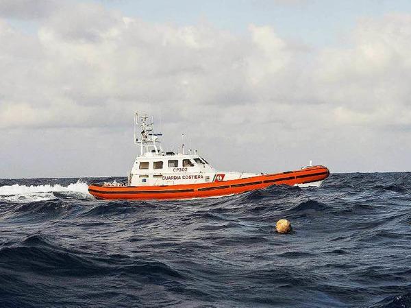 """Das Arbeitsboot """"Daphnia"""" sollte zur Probenentnahme auf dem Bodensee eingesetzt werden. Doch erst verzögerte sich die Lieferung des 270.000 Euro Boots um mehrere Jahre, dann mussten Mängel in der Höhe von 220.000 Euro behoben werden. Die Werft meldete 2011 Insolvenz an. """"Daphnia"""" soll verwertet werden, wie es heißt. (Bei dem Foto handelt es sich um ein Symbolbild)"""