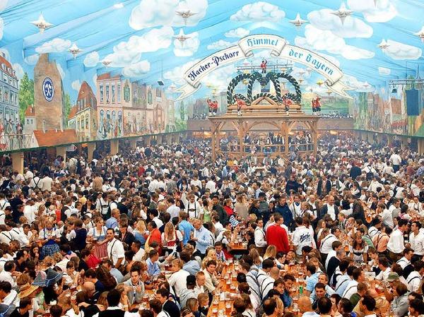Der Bundesnachrichtendienst (BND) lud bis 2011 jährlich Spione aus aller Welt  auf  das Münchner Oktoberfest ein.  Wie viele Spionagekollegen regelmäßig in den Genuss kämen, wolle die Bundesregierung nicht beantworten. Pro Gast fielen bis zu 50 Euro Bewirtungskosten an.