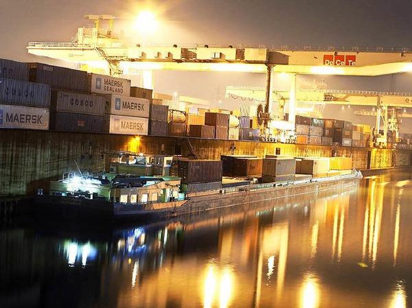 Bevor im Duisburger Innenhafen die Gebäude fertig waren, sei bereits eine Stufenpromenade gebaut worden. Um die ungenutzte Stufenpromenade nun gegen Wind und Wetter zu schützen, sollen laut Steuerzahlerbund 550.000 Euro ausgegeben werden.