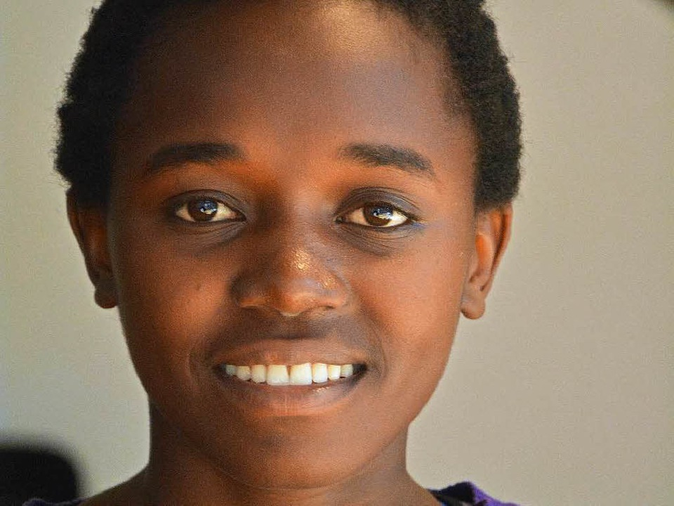 Brenda Kawala erzählt, was für ein Pri...n aus Uganda sei, zur Schule zu gehen.  | Foto: Barbara Ruda