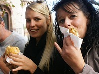 4500 kommen zum ersten BZ-Food-Truck-Festival