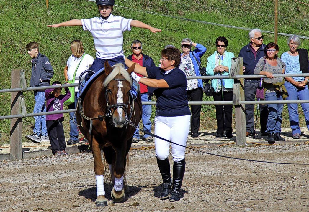 Anna gehört zu den jungen Reiterinnen,...icht gehört dazu auch eine Portion Mut  | Foto: Rolf Reißmann