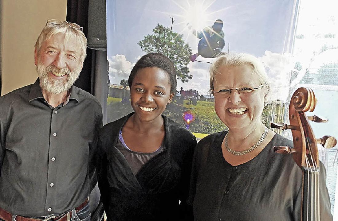 Klaus Dürrschnabel, Brenda Kawala und Cecil Strouken   | Foto: Martina David-Wenk