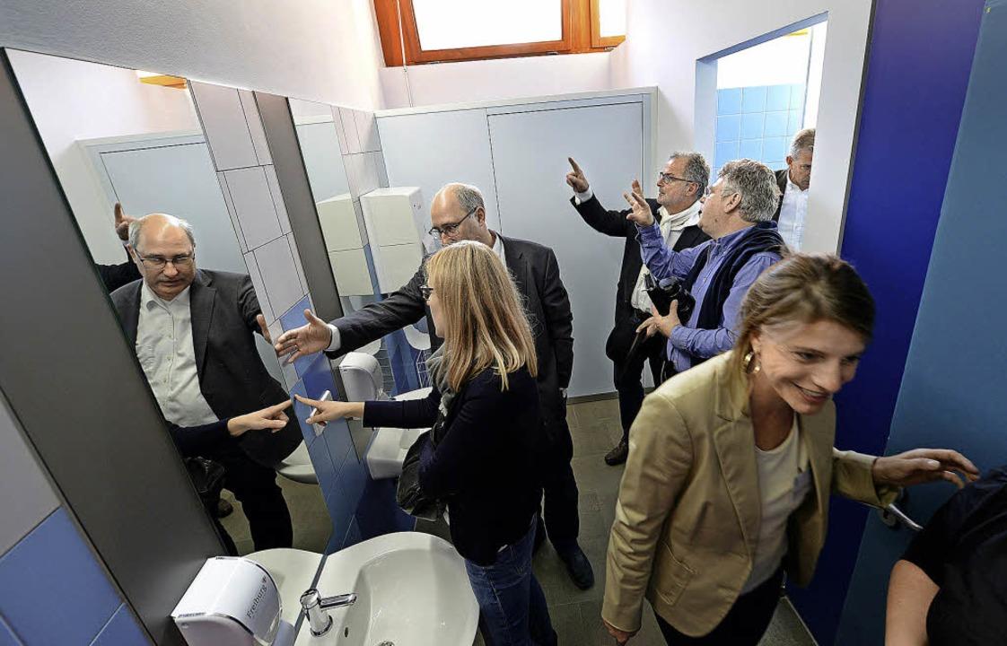 Ein Farbgestalter aus Bayern war an der Renovierung der Toiletten beteiligt.     Foto: rita eggstein