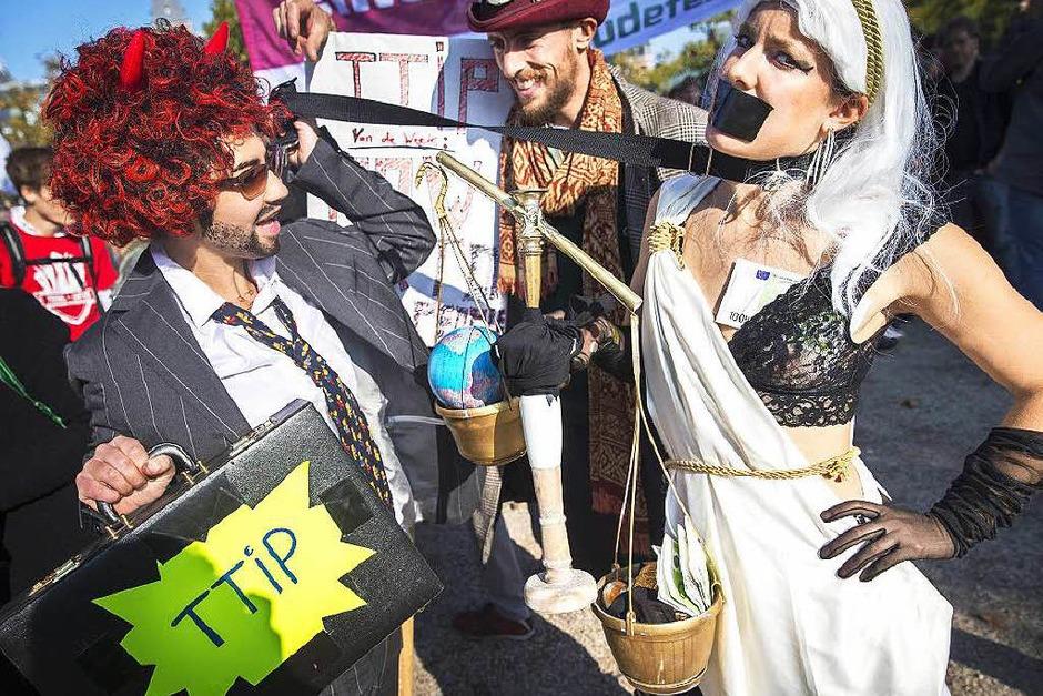 Einige der Teilnehmer kamen in Kostümen. (Foto: AFP)