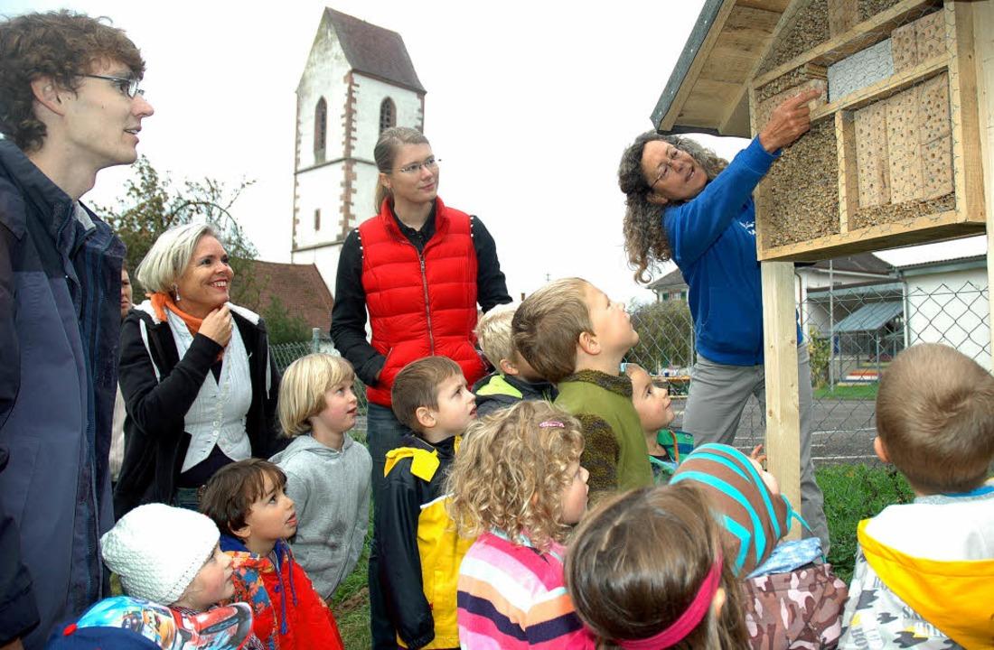 Der Nabu stellte im Kindergarten Blans...hne und  Barbara Stecher (beide Nabu).  | Foto: Regine Ounas-Kräusel