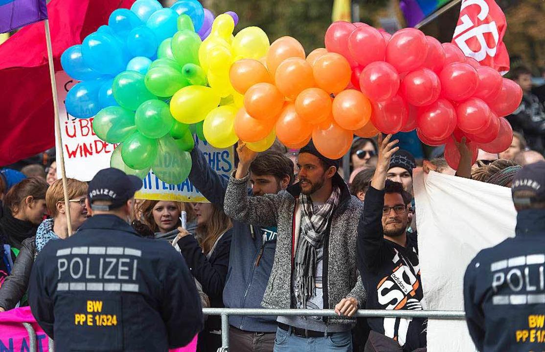 Demonstration vor dem Staatstheater in Stuttgart    Foto: dpa
