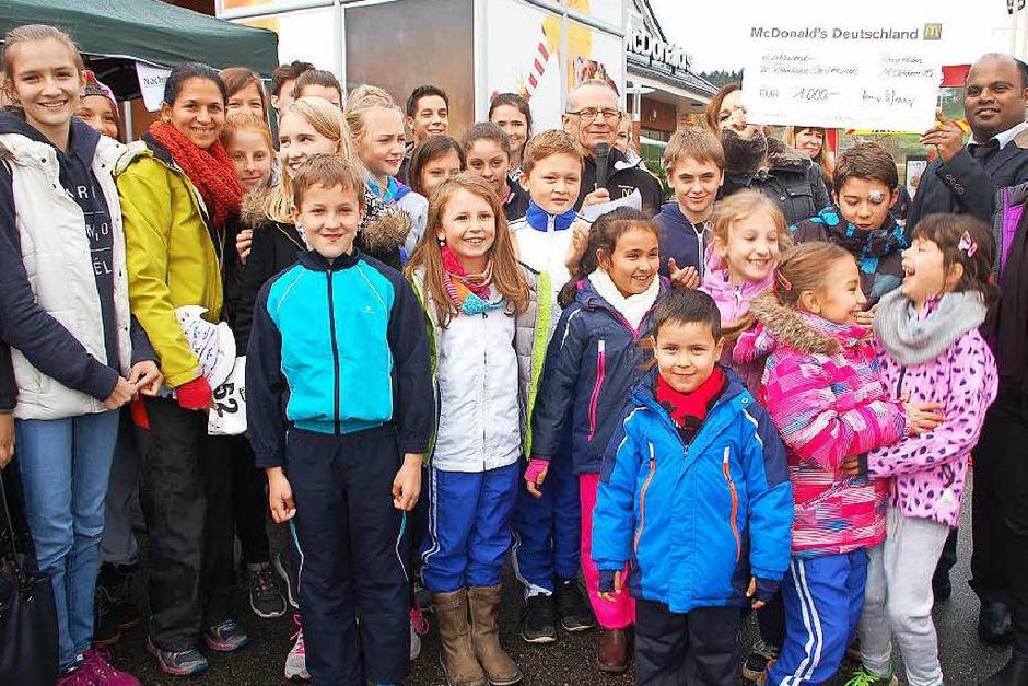 1000 Euro als Hauptpreis durfte die 60 Teilnehmer starke Gruppe der Abteilung Geräteturnen im TV Rheinfelden nach Hause nehmen. (Foto: Petra Wunderle)