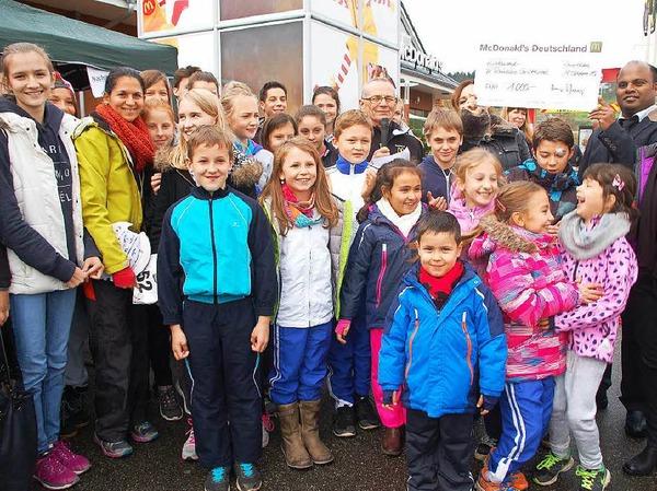 1000 Euro als Hauptpreis durfte die 60 Teilnehmer starke Gruppe der Abteilung Geräteturnen im TV Rheinfelden nach Hause nehmen.