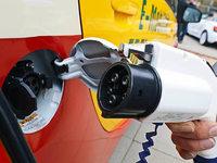 Elektroautos: Stromtanken bei laufender Fahrt