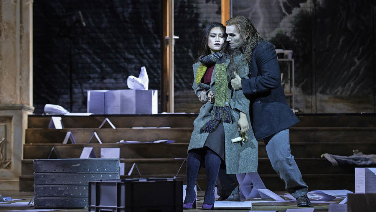 """Mimi (Guangun Yu) und Rodolfo (Michael...o) in der Zürcher """"Bohème""""    Foto: Judith Schlosser"""
