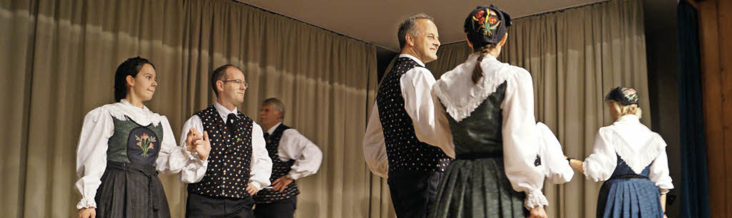 Die Trachten- und Volkstanzgruppe Egri...wartete mit einem bunten Programm auf.  | Foto: Hartenstein