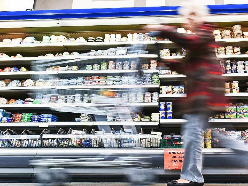 Was sie wohl dieses Mal einkaufen wird...en glauben, es vorhersagen zu können.     Foto: dpa