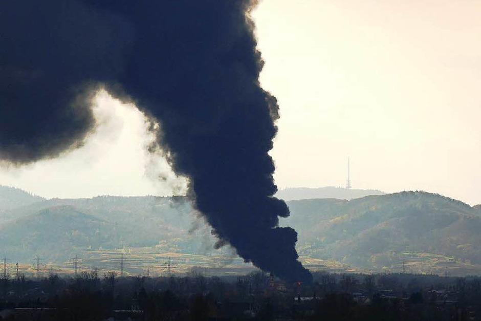Brand bei Kunststofffirma in Herbolzheim (Foto: Fritz Pachot)