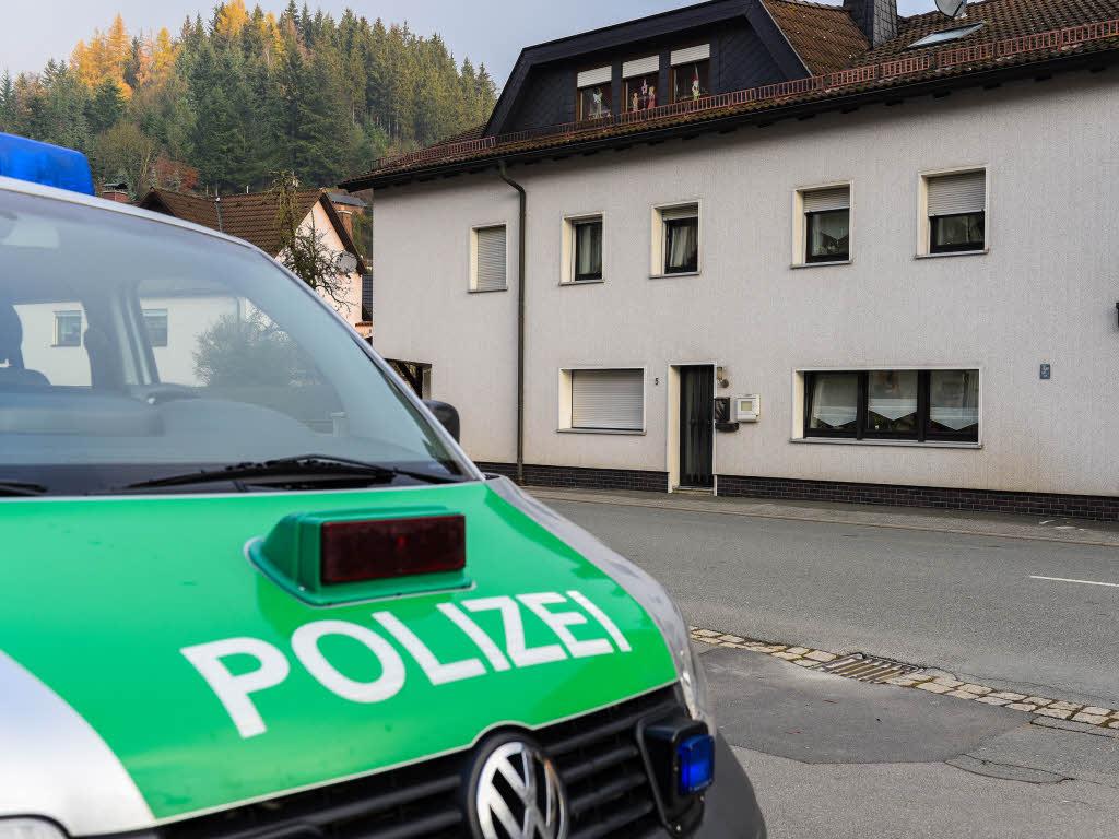 Die Polizei ermittelt nach einer Messerattacke am Emmendinger Bahnhof ...