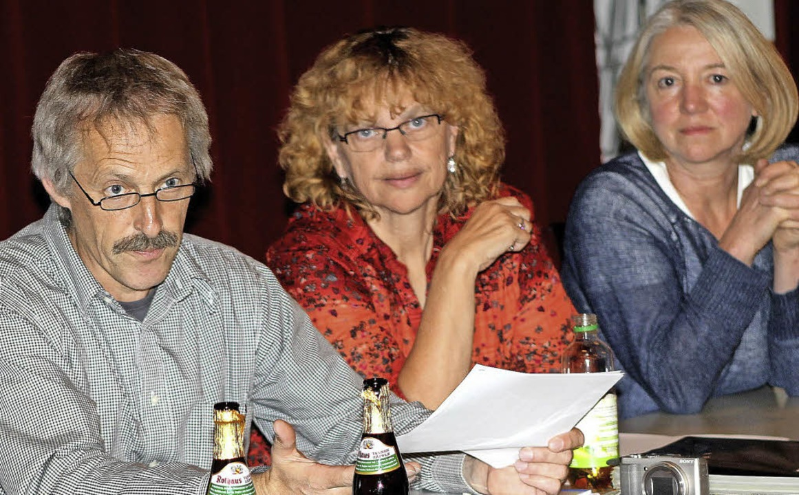 Dieter   Miss berichtete in der Verein...eben ihm Nadja Miss und Erika Bechtel.  | Foto: Heiner Fabry