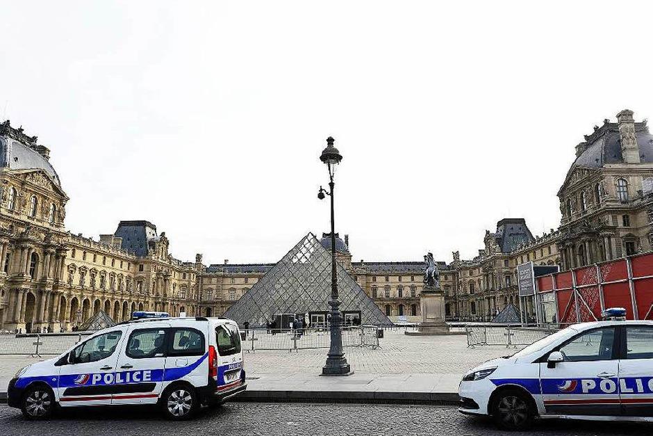 Polizei vor dem Louvre. (Foto: AFP)