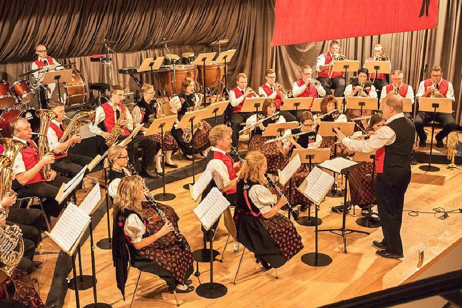 Jahreskonzert Trachtenkapelle Birkendorf (Dirigent Michael Kunzelmann) und Musikverein Schwaningen (Dirigent Roland Eckert) (Foto: Wilfried Dieckmann)