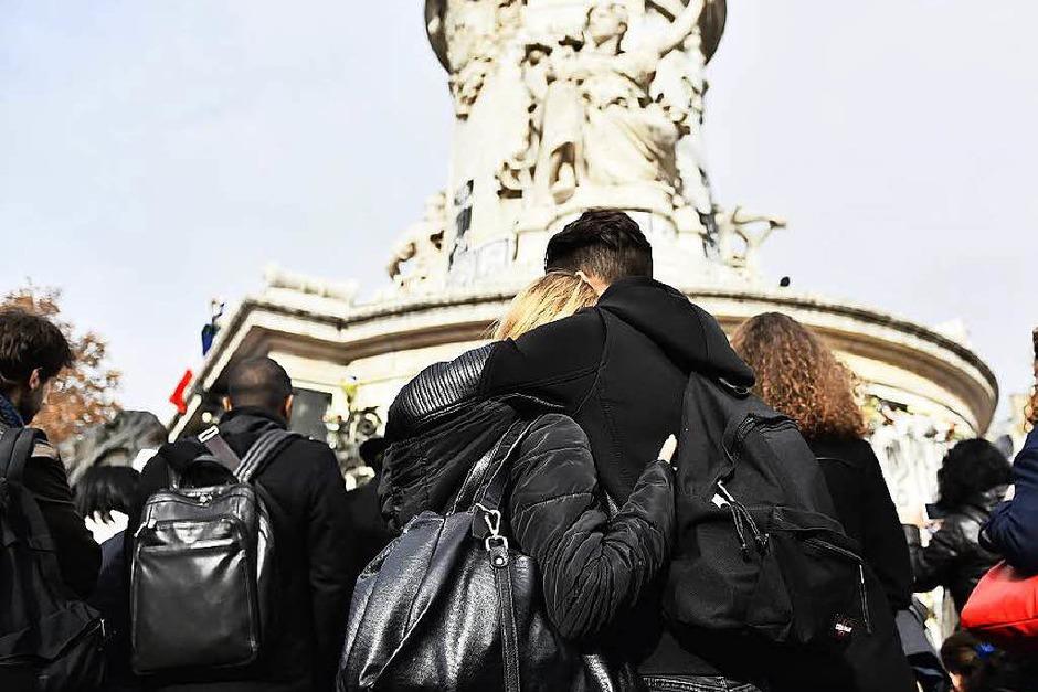 Im englischen Liverpool gedenken Menschen der Opfer von Paris. (Foto: AFP)
