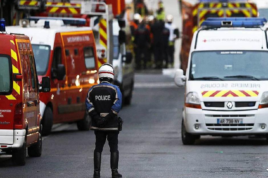 Französische Sicherheitskräfte bei dem Anti-Terror-Einsatz im Zentrum von Saint-Denis. (Foto: dpa)